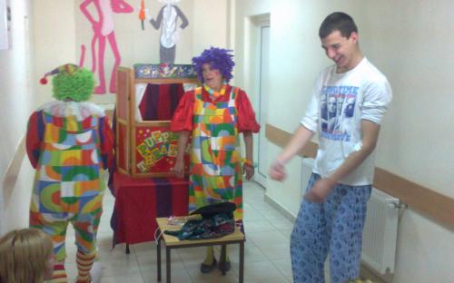 Весело куклено шоу за малчуганите в детско отделение на МБАЛ - Благоевград